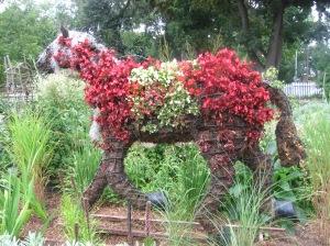 caballo de flores en el campo de rayuela y cortaza de maga
