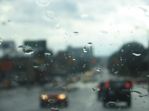 borrosamente la soledad del conductor vacía el espejismo